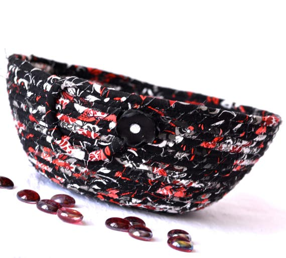 Summer Picnic Basket, Handmade Clothesline Bowl, Black and Red Planter Basket, Black Home Decor, Fruit Bowl, Decorative NapkinBasket