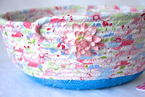 Lovely Fruit Bowl, Handmade Potpourri Bowl, Blue and Pink Basket, Hair Tie and Brush Holder, Girl' s Room Decor, Pink coiled fabric basket