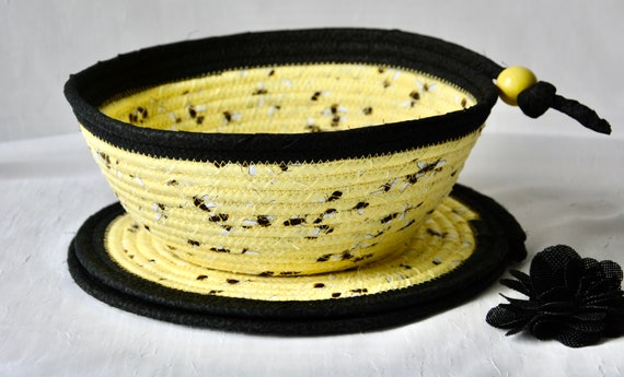 Honey Bee Basket Set, 2 Place Mats and matching Fruit Bowl, Handmade Black and Yellow Napkin Holder, Bread Basket and 2 Trivets set