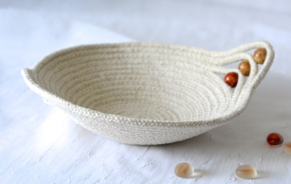 Cute Desk Accessory Bowl, Handmade Gift Basket, Minimalist Ring Dish, Key Holder, Primitive Coiled Basket, natural rope clothesline bowl
