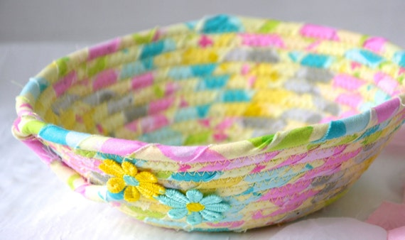 Spring Candy Dish, Cute Chartruese Ring Basket, Handmade Key Change Holder, Desk Accessory Basket,  Party Favor, Paperclip Holder