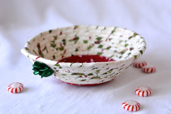 Holly Candy Dish, Handmade Christmas Decoration, Cute Potpourri Holder Bowl, Decorative Red and White Basket, Holiday Ring Dish Tray