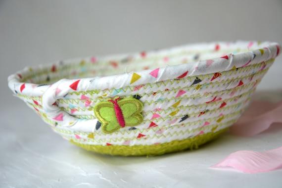 Sweet Green Basket, Handmade Candy Dish Bowl, Handmade Summer Basket, Ring Dish Holder, Green Desk Accessory, Picnic Basket