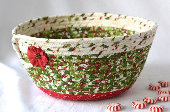 Holly Berry Christmas Bowl, Christmas Card Basket, Homemade Home Decor, Holiday Decoration, Coiled Rope Basket, Textile Quilted Art