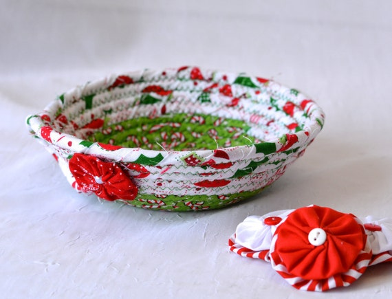 Christmas Quilted Bowl, Holiday Candy Dish, Handmade Christmas Basket, Holiday Gift Basket, Decorative Holiday Bowl, Rope Clothesline Bowl