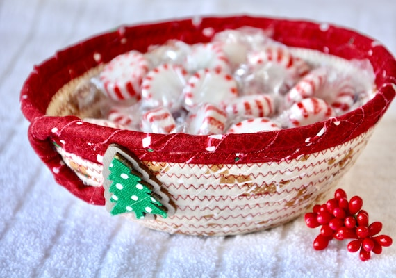 Gingerbread Key Bowl, Holiday Candy Dish, Christmas Decoration, Handmade Christmas Potpourri Basket, Cute Quilted Basket, Ring Key Dish