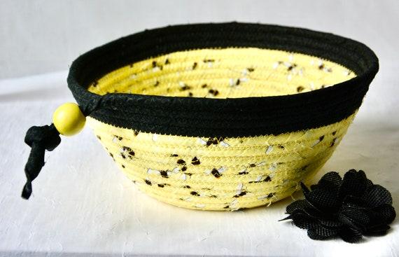 Honey Bee Basket, Fruit Bowl, Summer Picnic Basket, Handmade Quilted Basket, Black and Yellow Napkin Holder, Bread Basket, Mail Holder