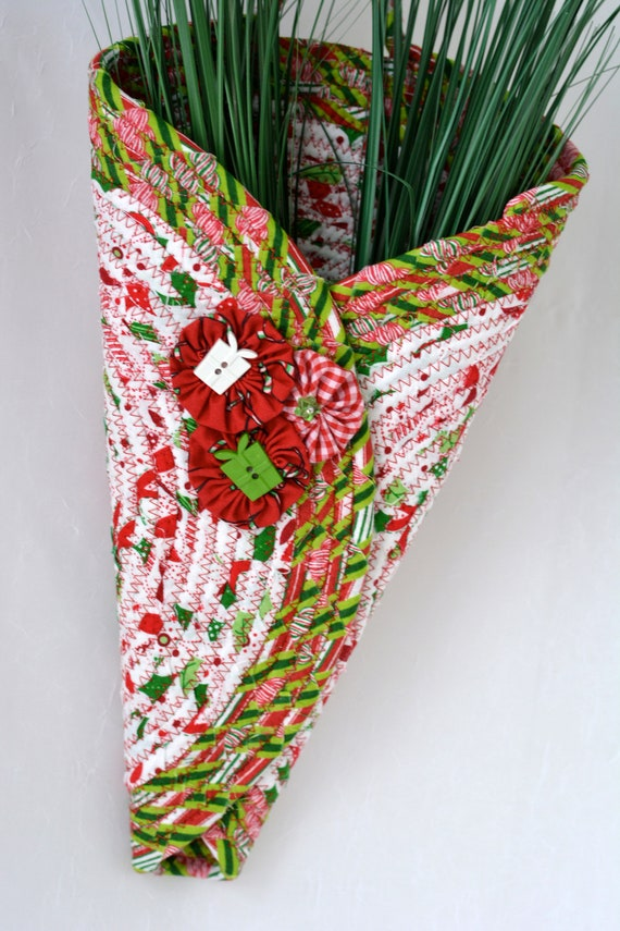 Christmas Wall Art Vase, Pretty Holiday Door Hanger, Rope Door Vase, Handmade Wall Art, Coiled Quilted Fabric Vase, Clothesline Fiber Wreath