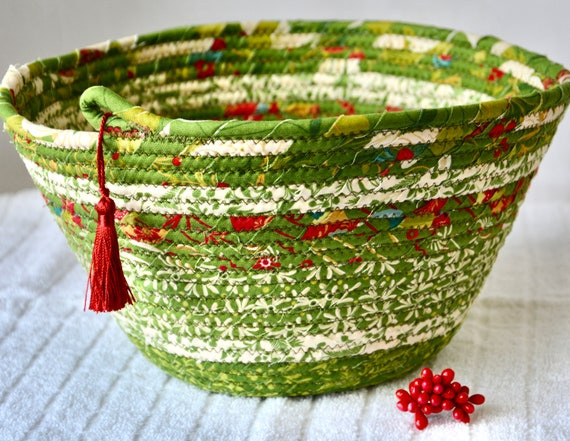 Green Holiday Bowl, Christmas Napkin Holder, Handmade Fruit Bowl, Christmas Card Basket, Holiday Bread Basket, Quilted