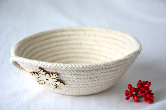 Holiday Snowflake Dish, Desk Accessory Bowl, Handmade Rope Basket, Country Ring Dresser Tray, Neutrals Decoration, Farmhouse rope basket
