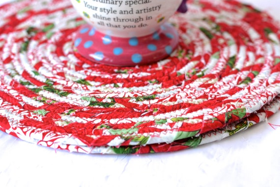 Lovely Christmas Trivets, 2 Handmade Place Mats, 2 Quilted Potholders, Table Topper, Christmas Holiday Table Runner, Trivets