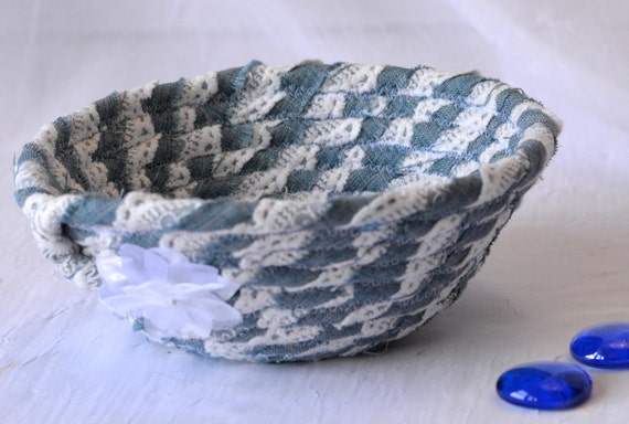 Upcycled Denim Bowl, Handmade Rope Basket, Lace and Denim Basket, Candy Bowl, Cute Girl Room Decoration, Cute Desk Accessory