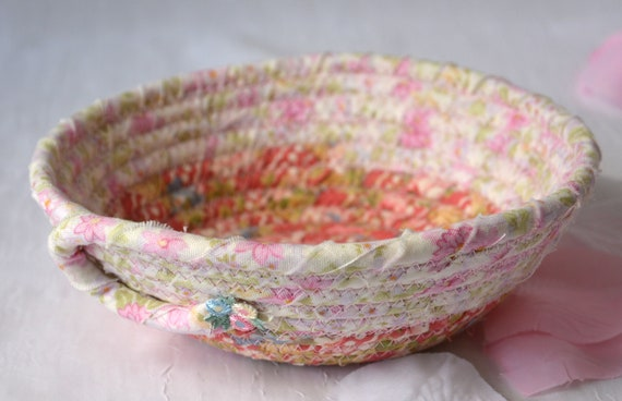 Pink Ring Dish Tray, Handmade Mauve Organizer, Cute Potpourri Basket, Shabby Chic Key Holder, Shabby Chic Pink Basket