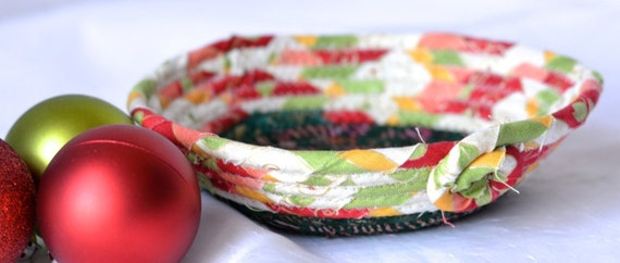 Christmas Key Bowl, Potpourri Holder, Handmade Holiday Ring Basket, Christmas Candy Dish, Holiday Decoration, Stocking Stuffer