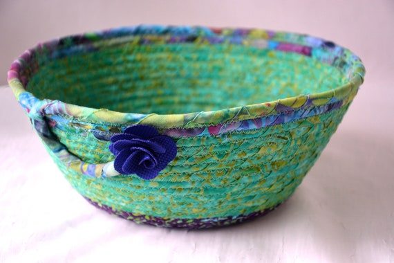 Spring Fruit Bowl, Handmade Batik Basket, Decorative Bread Basket, Lovely Key Bowl, Green Catchall, Yarn Bowl, Napkin Holder