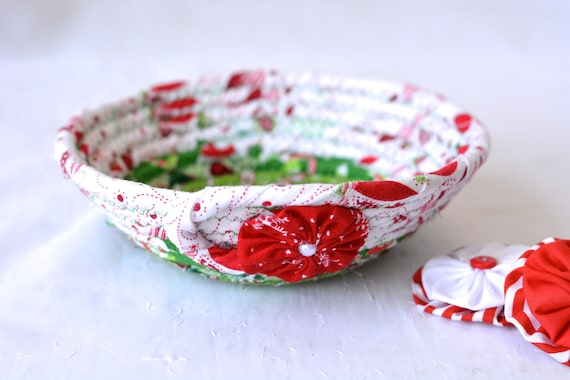 Christmas Decoration, Holiday Candy Dish Bowl, Handmade Christmas Basket, Decorative Holiday Home Decor, Artisan Quilted Coiled Basket