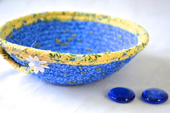 Summer Daisy Basket, Handmade Quilted Basket, Lovely Blue and Yellow Coiled Basket, Picnic Basket, Decorative Home Decor Bowl