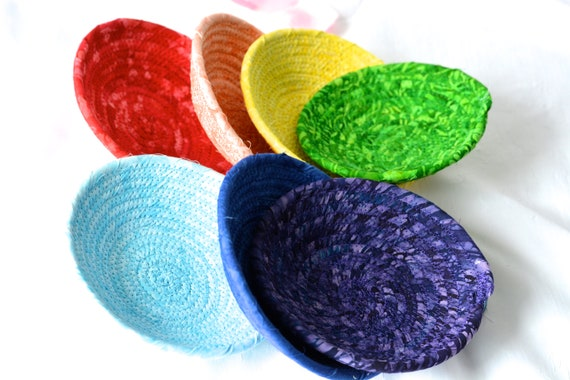 Chakra Batik Basket Set, 7 Handmade Yoga Bowls, Cute Party Favors, Chakra Stone Holders, Set of 7 Rainbow Baskets,  Corded Rope Bowls