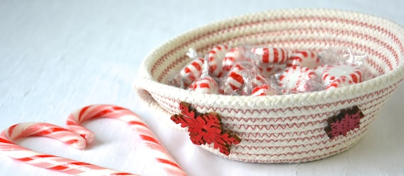 Red Snowflake Candy Dish, Christmas Desk Accessory Bowl, Handmade Rope Basket, Key Holder, Country Ring Dresser Tray, Neutrals Decoration