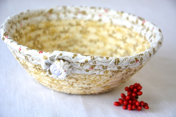 Snowflake Holly Decor, Candy Dish, Handmade Christmas Decoration, Cute Potpourri Holder Bowl, Decorative Red Basket, Holiday Ring Dish Tray