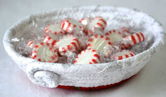 Christmas Candy Dish, Handmade Holiday Potpourri Bowl, Decorative Red and White Basket, Holiday Ring Dish Tray, Cute Key Holder