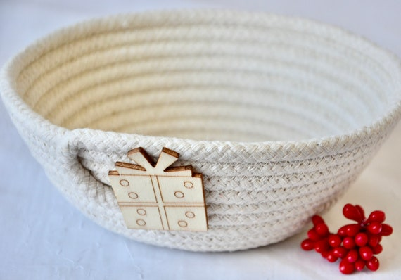 Christmas Candy Dish, Key Basket, Beige Desk Accessory Bowl, Handmade Rope Basket, Country Ring Dresser Tray, Holiday Decoration