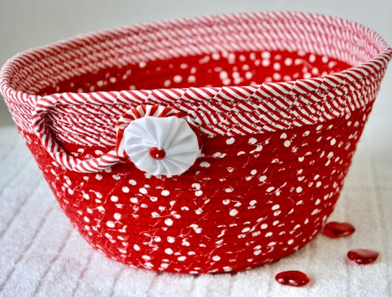Red Chriatmas Bowl, Beautiful Napkin Holder, Handmade Fruit Bowl, Winter Mail Basket, Bread Basket, Quilted Fabric Bowl