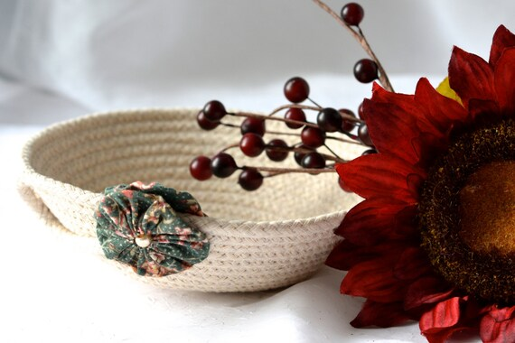 Cute Desk Accessory Bowl, Handmade Minimalist Basket, Modern Clothesline Basket, Lovely Ring Tray,  hand coiled natural rope basket