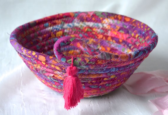 Hot Pink Basket, Handmade Ring Dish Tray, Boho Key Catchall Bowl, Jewelry Catcher, Colorful Fiber Basket, Artisan Coiled Bowl