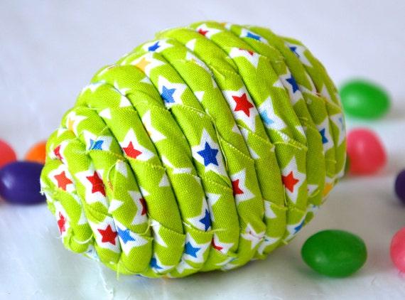 Maraca Easter Egg, 1 Handmade Easter Egg Bowl Filler, Easter Egg Hunt Shaker, Percussion Musical Easter Egg, Green Easter Decoration