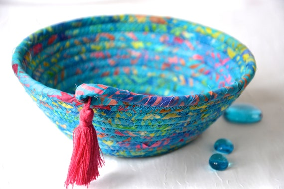 Tropical Blue Basket, Handmade Ring Dish Tray, Boho Key Catchall Bowl, Jewelry Catcher, Colorful Fiber Bowl, Artisan Coiled Bowl