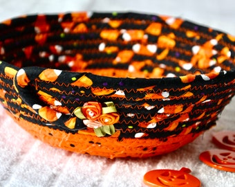 Halloween Candy Holder, Party Favor, Fabric Basket, Fall Desk Accessory Dish, Change Coin Holder, Cute Quilted Bowl