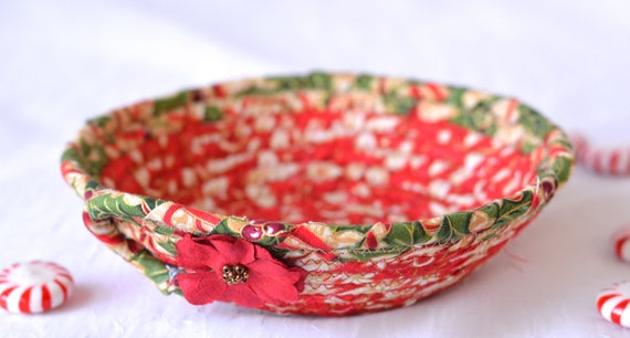 Holly Candy Dish, Handmade Christmas Decoration, Cute Potpourri Holder Bowl, Decorative Red Basket, Holiday Ring Dish Tray