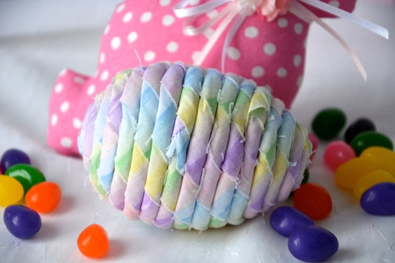 Pastel Easter Egg Ornament, 1 Handmade Easter Egg Decoration, Lavender Bowl Filler, Easter Egg Hunt, Hand Coiled Fabric Egg
