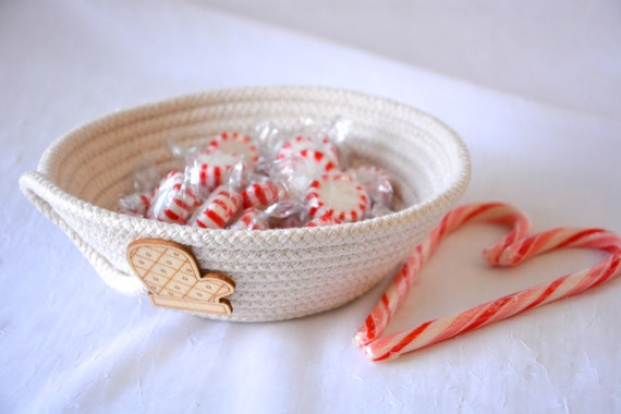Holiday Mitten Dish, Desk Accessory Bowl, Handmade Rope Basket, Country Ring Dresser Tray, Neutrals Christmas Decoration, rope basket