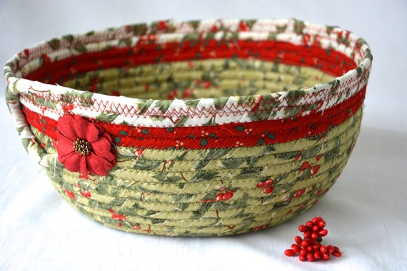 Holly Berry Decor, Christmas Bowl, Christmas Card Basket, Homemade Home Decor, Holiday Decoration, Coiled Rope Basket, Textile Quilted Art