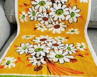 Flower Power 70s Style - Bath or Kitchen Towel - NOS - Royal Terry of California  - Phyllis B&D