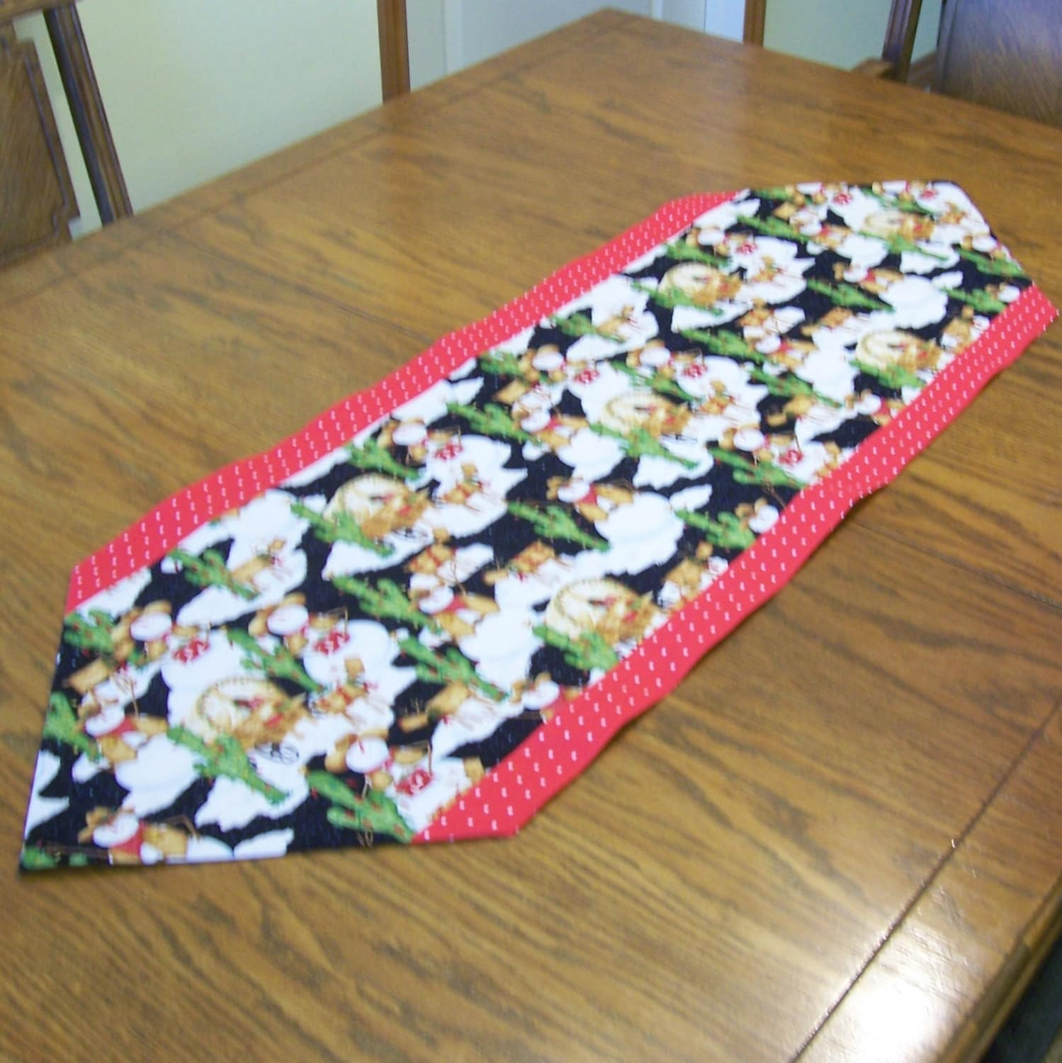 snowman table runner with red polka dot fabric holiday. Black Bedroom Furniture Sets. Home Design Ideas