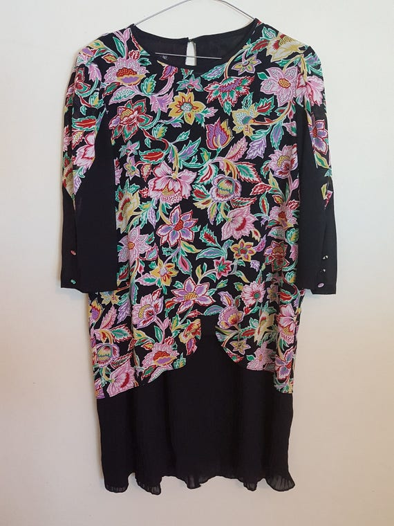 Vintage 1980s black with coloured flowers long sle