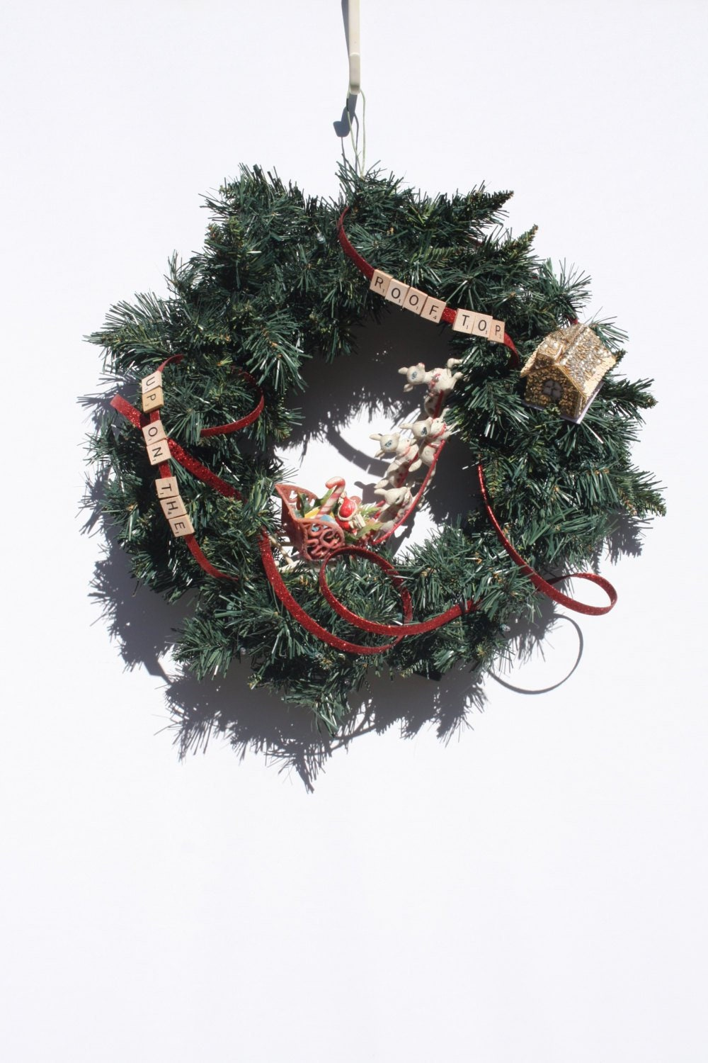 Vintage Christmas Wreath Santa And Sleigh Up On The Roof ...
