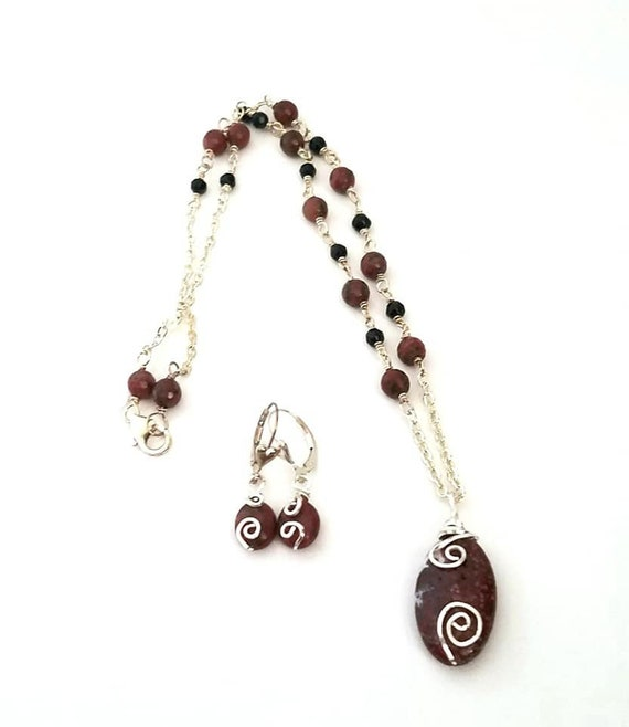 Stunning Jasper and Black Onyx Necklace /& Earrings