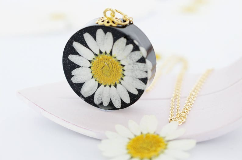 Pressed Flower Jewelry Daisy Necklace Gift for Her Pressed Daisy Pendant in Black Resin Daisy Jewelry Bold Necklace