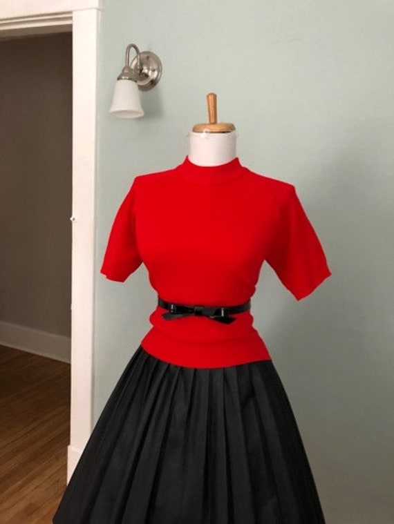 Vintage 60s Red Mock Neck Knit Top | Ladies Short