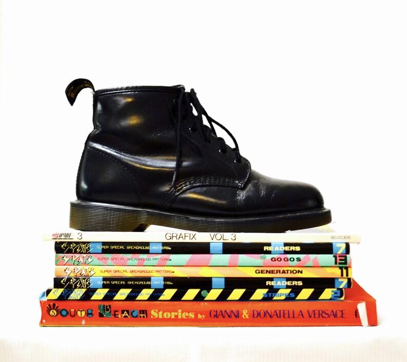 a07ed7b9d67 Incroyable des années 90 noir Dr Martens noir bottes taille 10
