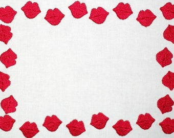 Red hot lips emroidered quilt label, to customize with your personal message