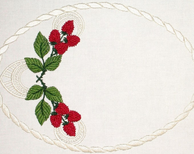 Raspberry & Lace embroidered quilt label to customize with your personal message