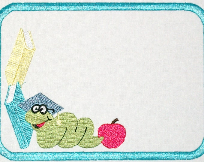 Bookworm embroidered quilt label, to customize with your personal message