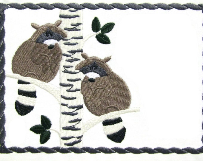 Raccoon embroidered quilt label to customize with your personal message