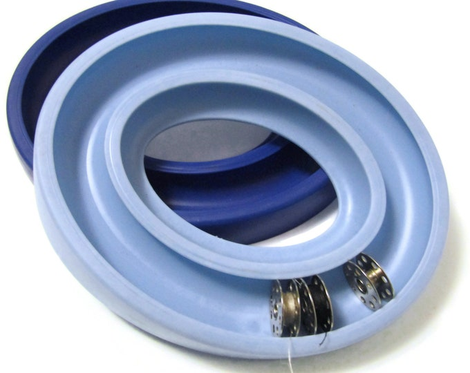 Ring holder for sewing machine bobbins