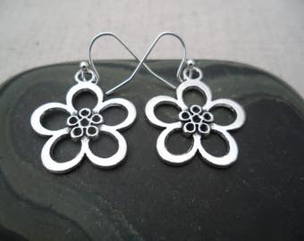 Silver Flower Earrings - Botanical Earrings - Simple Everyday Silver Earrings - Boho Chic Earrings